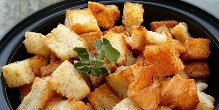 Croutons de pain à l'ail
