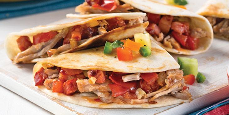 Tortilla au porc et salsa de tomates